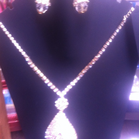 Silver colored necklace set